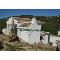 Country house for sale in Iznajar
