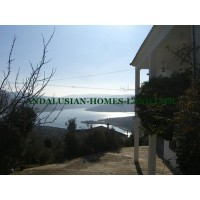 ASTONISHING NEW VILLA WITH WONDERFUL VIEWS OVER THE LAKE OF IZNAJAR