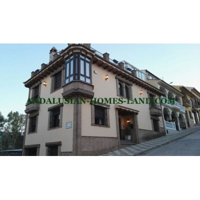 SPECTACULAR TERRACED  HOUSE WITH HEATED POOL IN A QUIET AREA OF VILLANUEVA  DEL TRABUCO