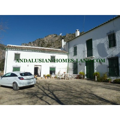"""STUNNING ESTATE """"LA CAMORRA"""" IN RUTE WITH 19.25 HECTARES OF OLIVE TREES"""