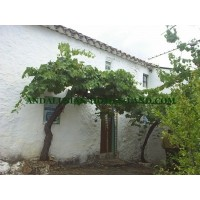 ORIGINAL AND RUSTIC  CONTRY HOUSE WITH MANY OPTIONS IN IZNAJAR