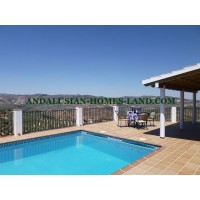 BEAUTIFULLY COUNTRY PROPERTY WITH A FANTASTIC POOL AREA AND THE MOST AMAZING VIEWS